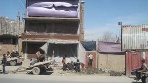 Kuvassa on katunäkymä Kabulista.  foto: Minna Sirnö, Kabul, 2011